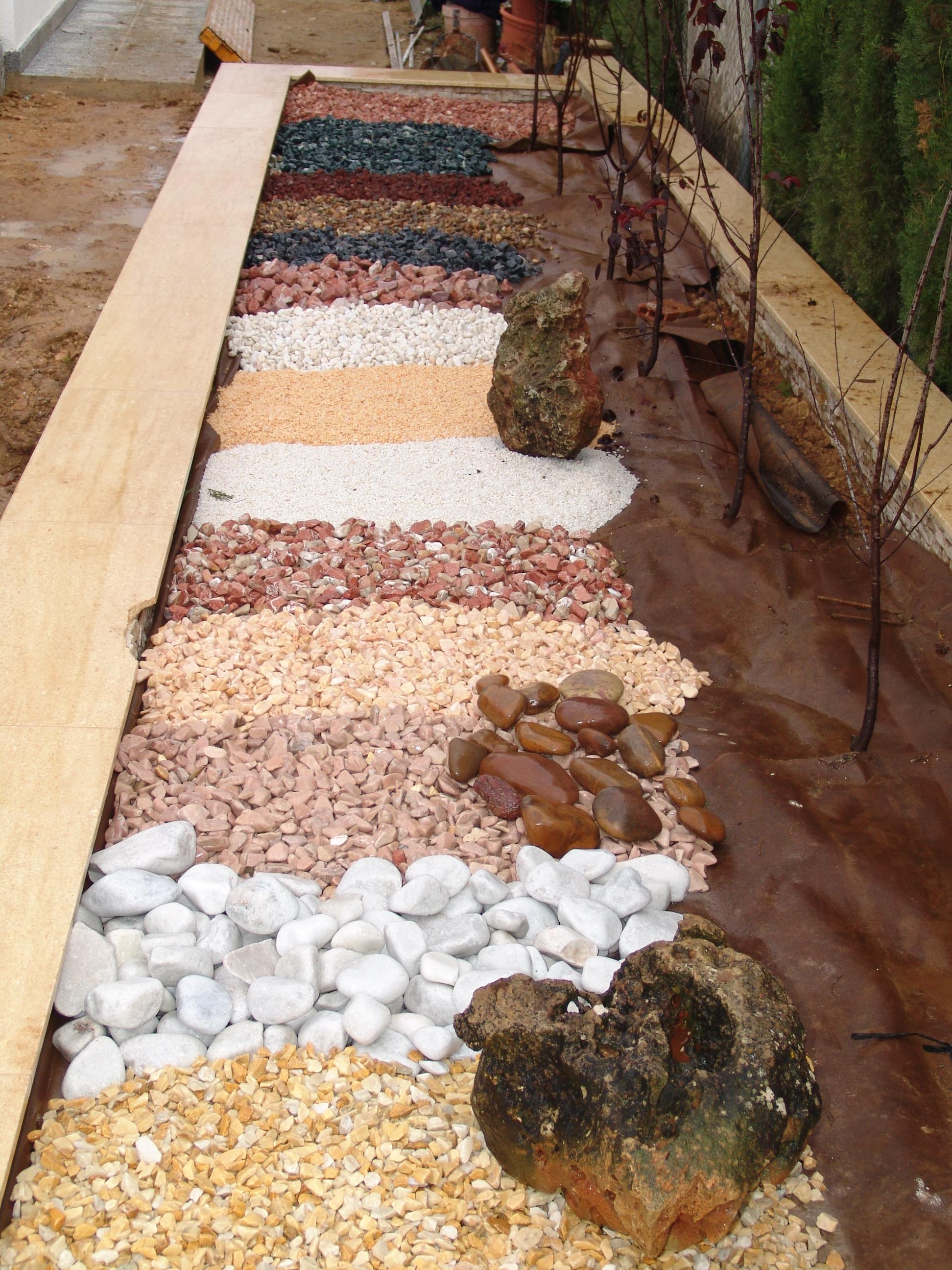 Jard n particular dise o construcci n paisajismo for Setas decorativas para jardin